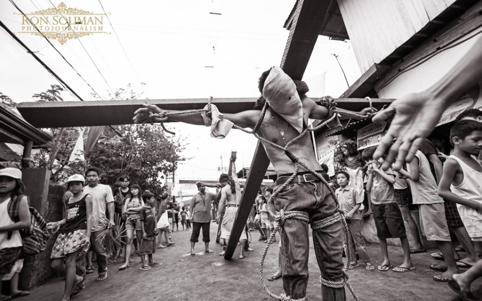 philippine holy week Holy week in philippines in 2018 roman catholic church holy week 2018 holy week, according to the tradition of the roman catholic church, begins with palm sunday, when jesus enters jerusalem and is received with palm leaves.