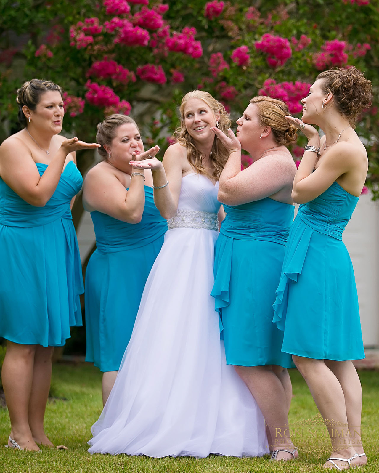 bridesmaids fun photos